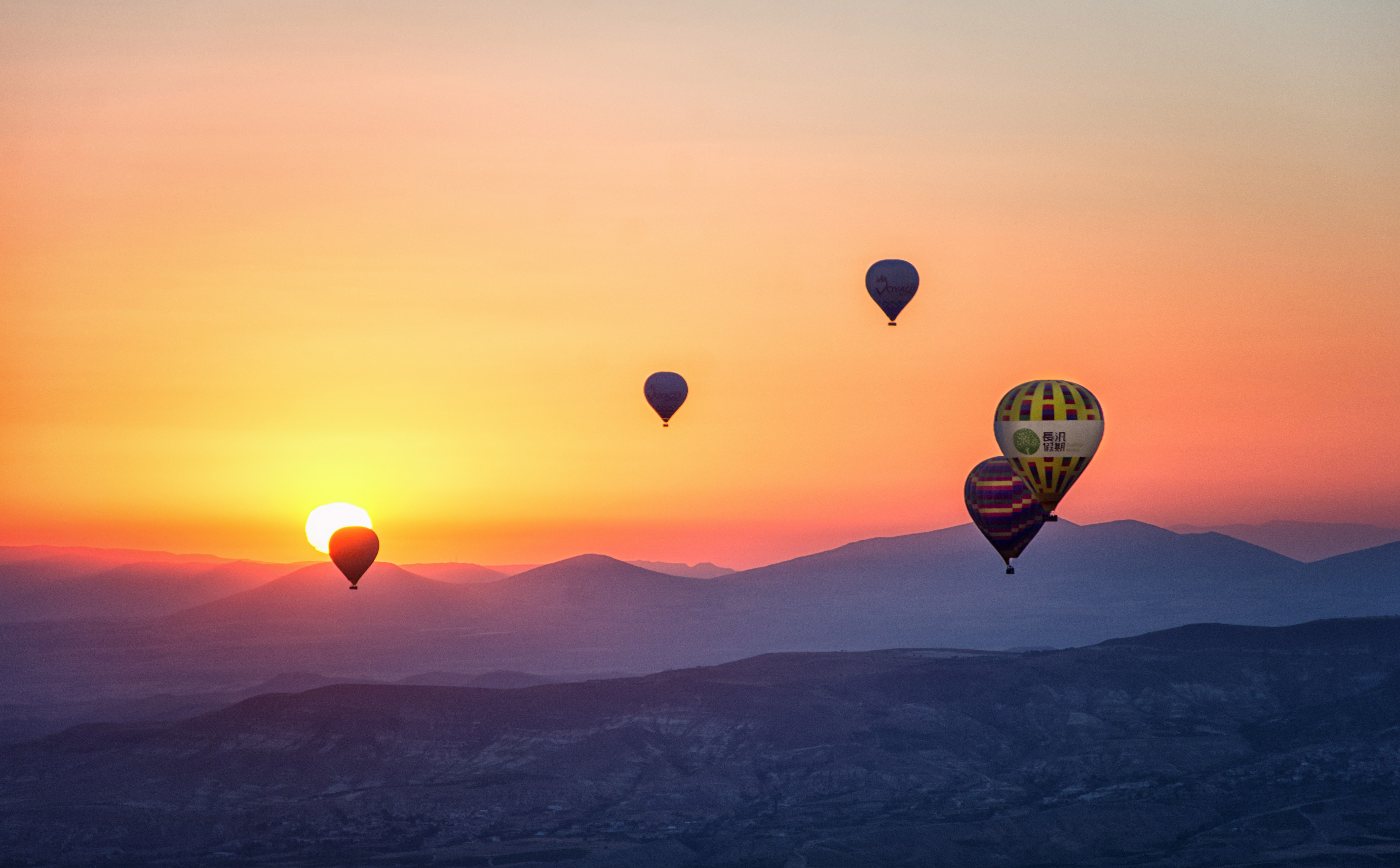 Best Hot Air Balloon Rides in the World - The Travel Women
