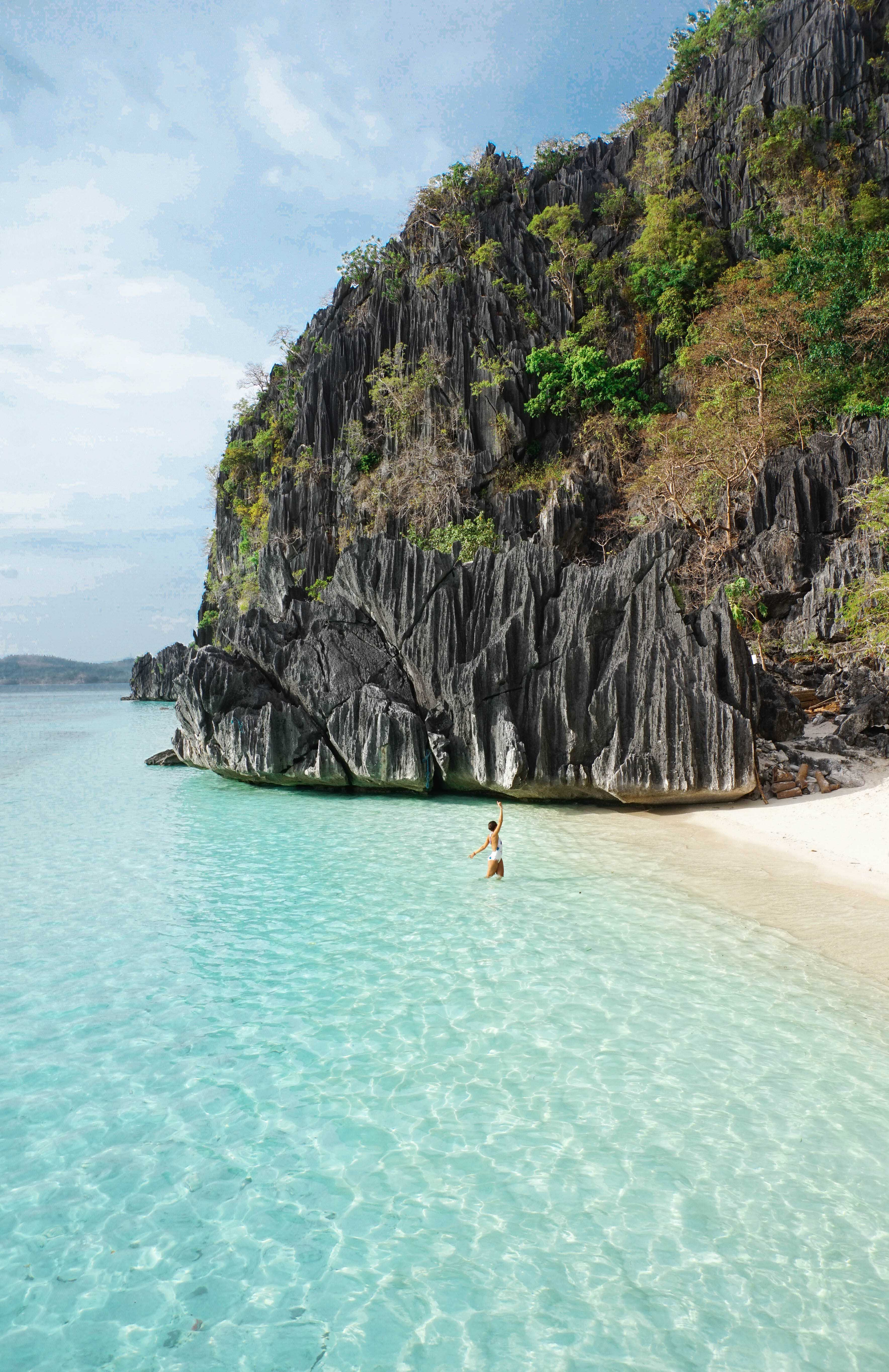 Lulu in Phillippines with crystal clear water