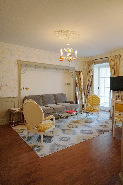 Living room in Auberge Saint Antoine Luxury Hotel Quebec City