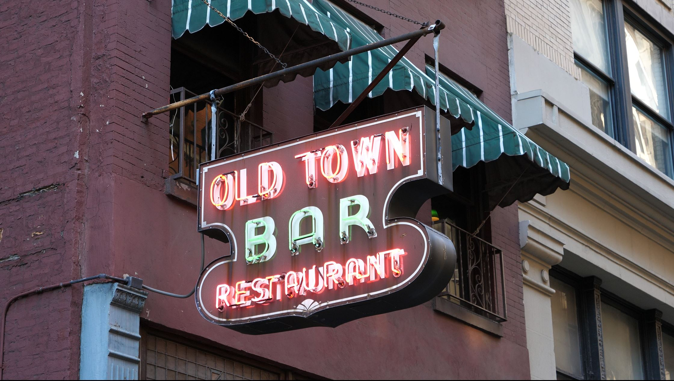 NYC Film Locations Guide to The Marvelous Mrs. Maisel Old town bar